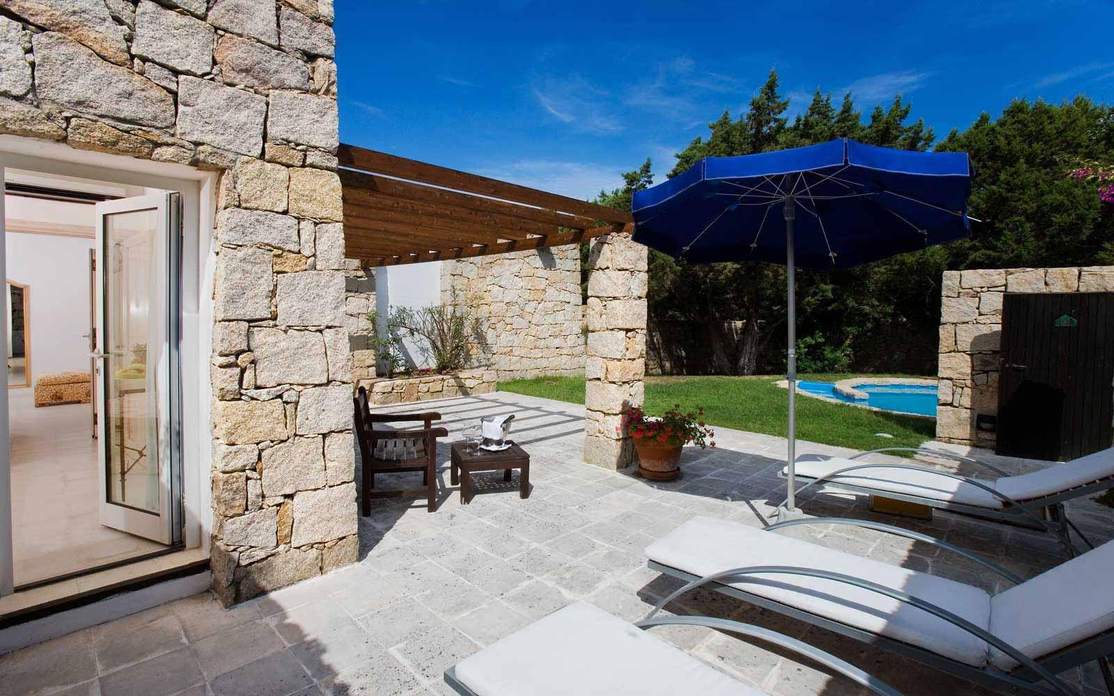 Junior suite with swimming pool at Grand Relais dei Nuraghi